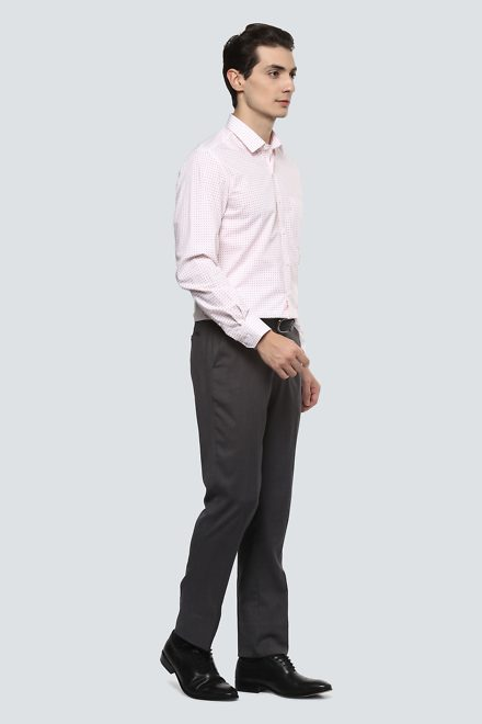 black shirt with what color pants