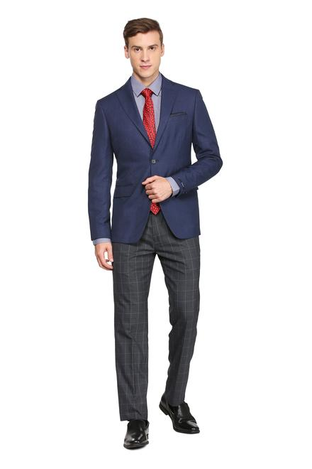 A blazer is generally distinguished from a sport coat as a more formal garment and tailored from solid colour fabrics.